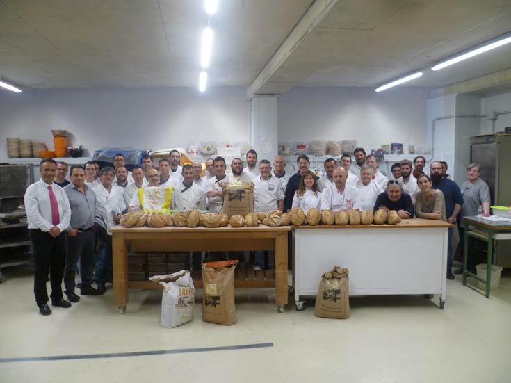 Más de treinta panaderos disfrutan de una demostración del maestro panadero Florindo Fierro
