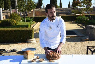 """El doctor Antonio Escribano destaca el """"enfoque terapéutico y preventivo"""" del pan elaborado por el Horno de Vélez"""