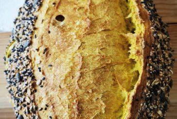 Pan de trigo eco con cúrcuma y semillas